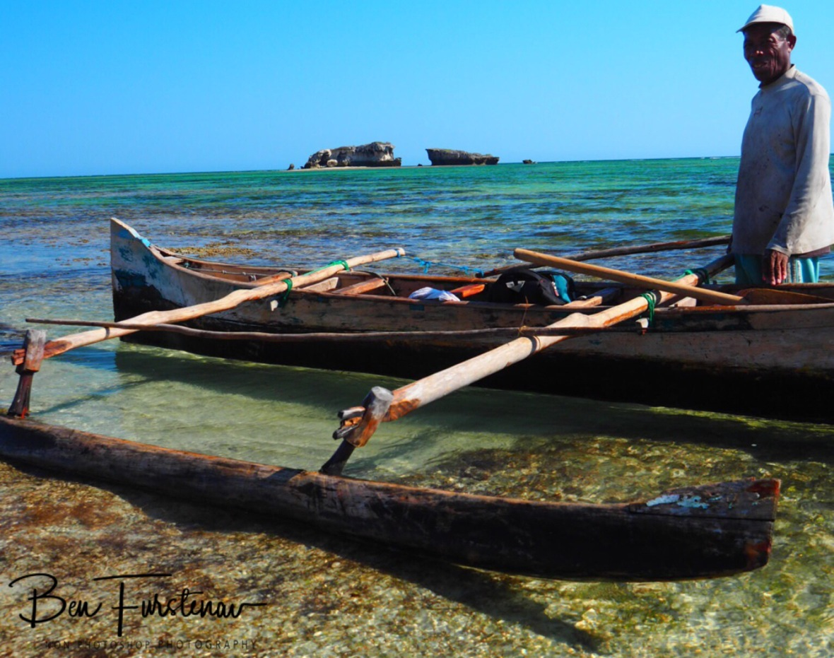 Afternoon pirogue tour over shattered reef