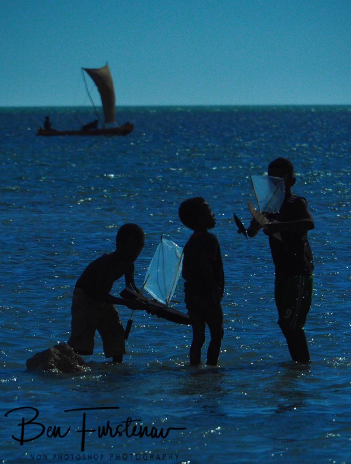 Pirogue child play