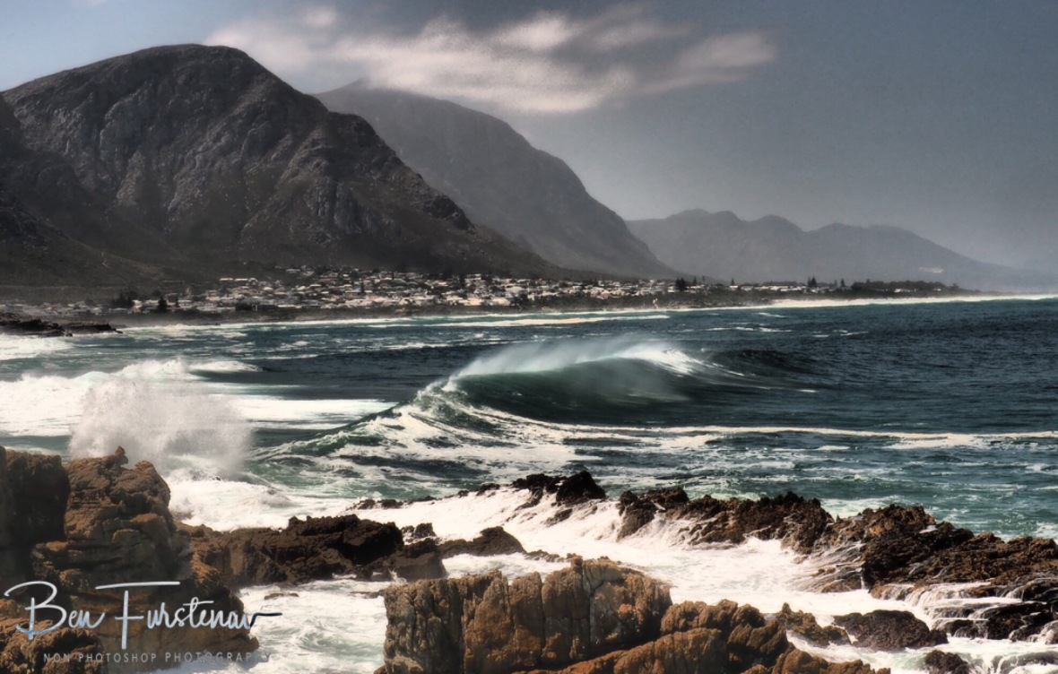 Rolling waves on rolling coastline, Hermanus