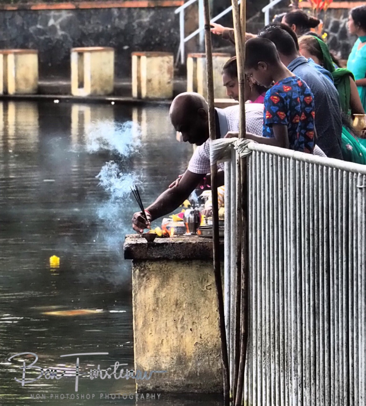 Hindu offerings at Grande Bassin, the end of Ramadan.