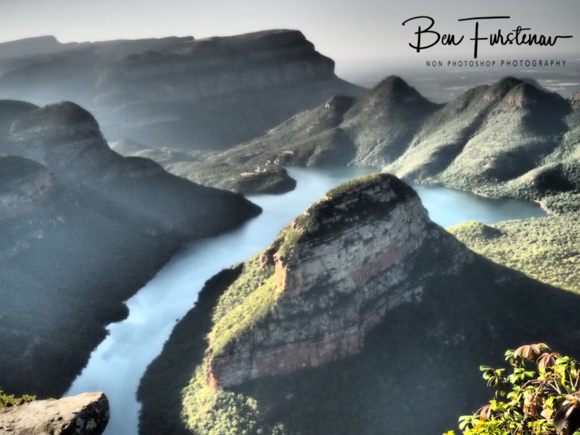 Overlooking the gorge and down to the dam, Blydes Canyon