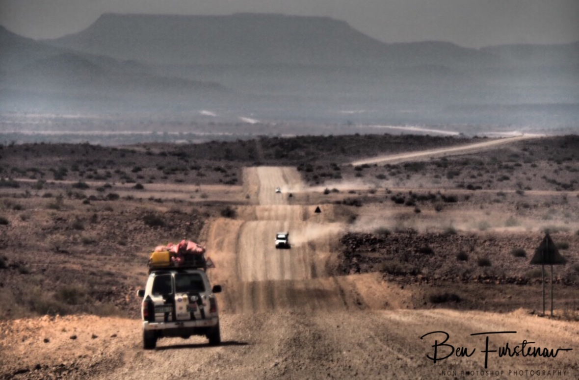 The long and dusty road, Groote Berge, Kaokoveld, Namibia